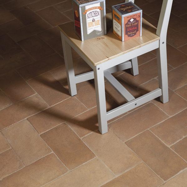particolare interno, dettaglio del pavimento in cotto della Fornace Femminelli