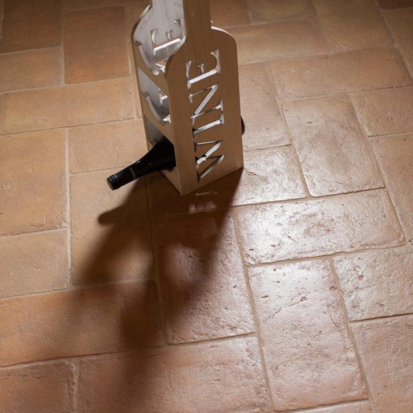 particolare interno, dettaglio del pavimento in cotto fatto a mano della Fornace Femminelli